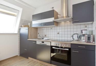 moderne Küche mit Spühlmaschiene