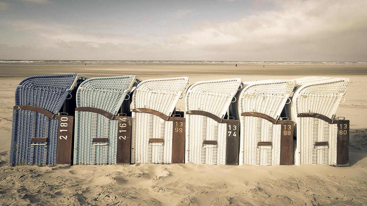Genießen Sie Ihren Feierabend in einem Strandkorb bei uns in der Inselrose auf Juist.